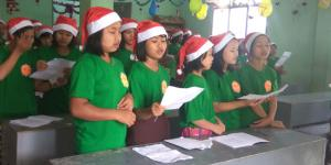 children are singing Christmas songs