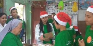 donating Christmas gift for children from Myittamon Orphanage