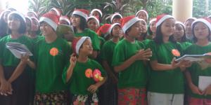children are singing for farewell